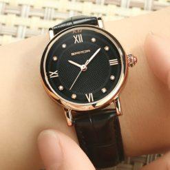 Zegarek sanda widok na ręce