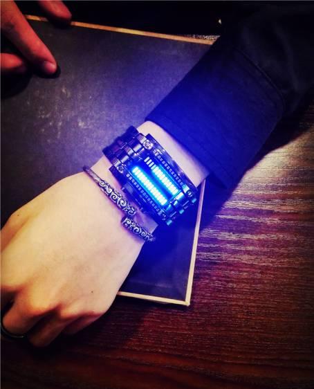 zegarek binarny